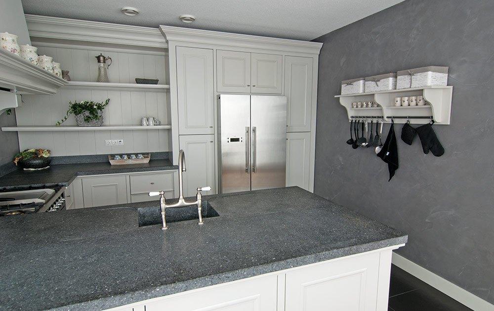 Betonlook wand voor keuken of woonkamer